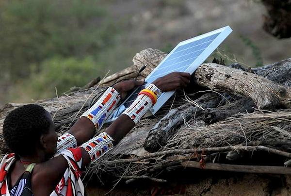 Kenyan Women install solar panels