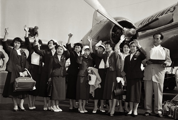 Hiroshima Maidens about to board plane