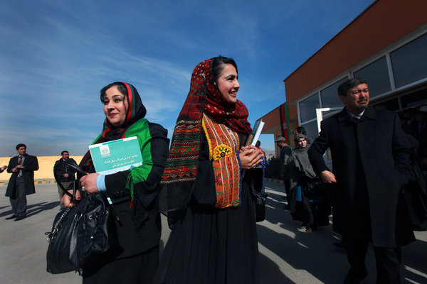 photo-women-daily-lives-afghanistan-women-of-green