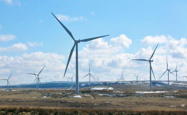 wind_turbines_wikicommons_women_of_green