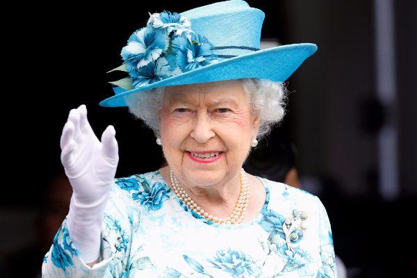 Queen of England bans plastic